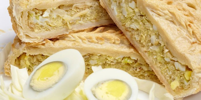 как испечь вкусные сдобные пирожки с рисом и яйцом