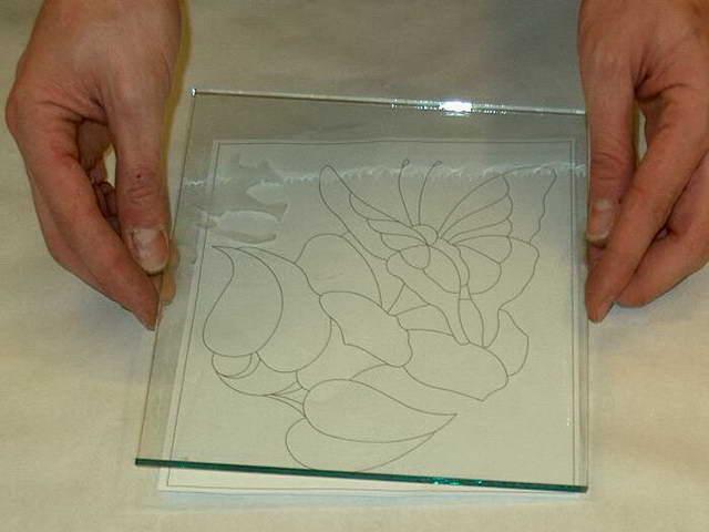 с помощью стекла