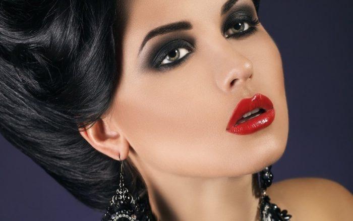 макияж под красное платье для брюнеток фото