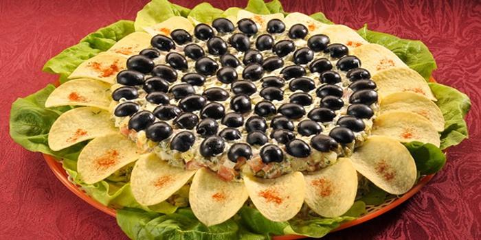 салат Подсолнух, рецепт с чипсами