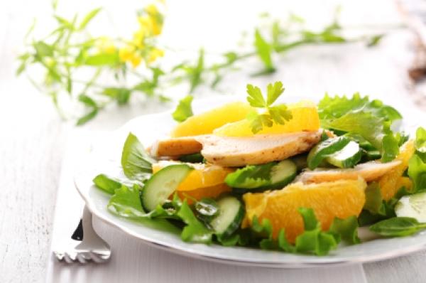 салат из курицы, апельсина и корейской морковки