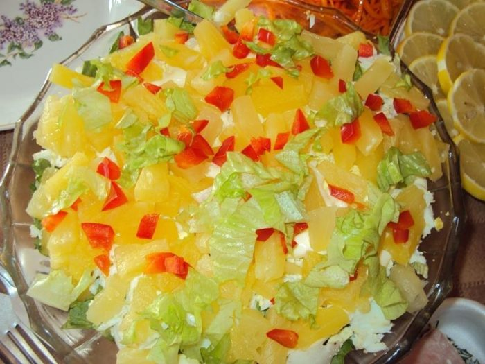салат из огурца, апельсина и курицы