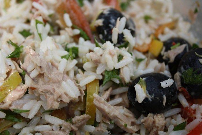 салат из риса и маслин