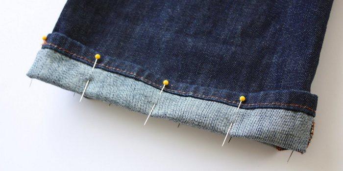 более сложный способ - подшиваем джинсы на швейной машине