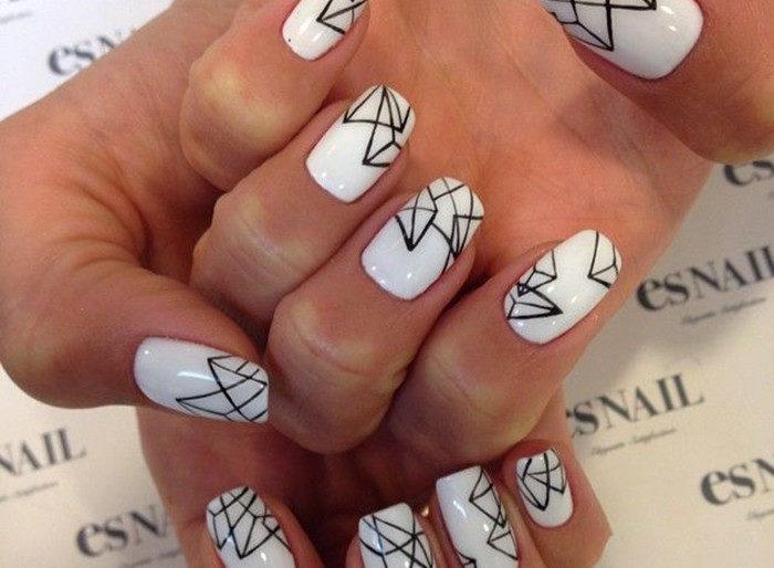 маникюр на короткие ногти с геометрическим принтом фото 1