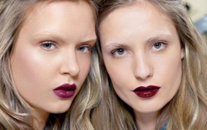 сочетание блонда с темными и обесцвеченными бровями