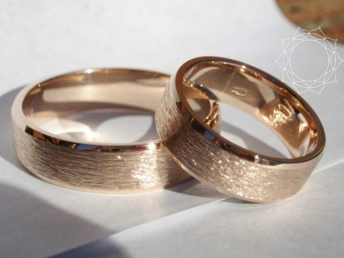 дизайнерские обручальные кольца 2018, свадебные новинки на фото 7